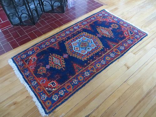2.5 x 4.5 Hand tied Persian Viss Rug