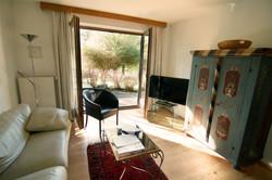 Wohnzimmer mit Gartenzugang