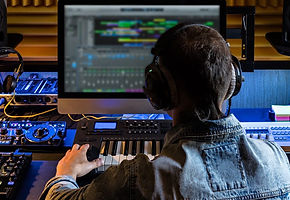 Cursos de producción musical, consulta nuestros webinar