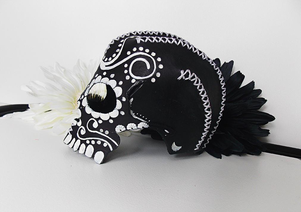 Leather Skull Black/White