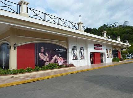 Achats détaxés, shopping au dutyfree sur Amador Causeway, Panama city au Panama