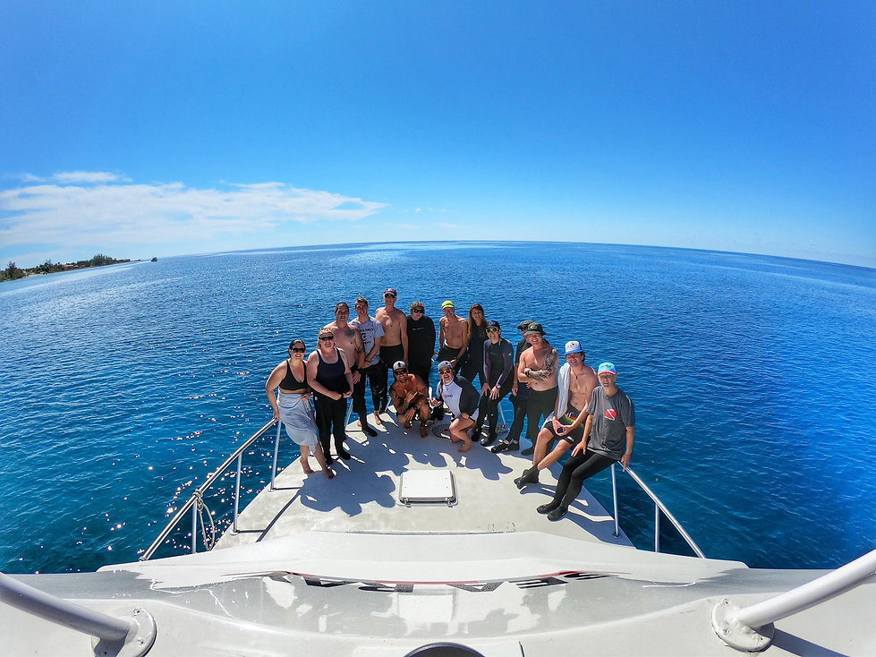 Group shot dive boat.jpg