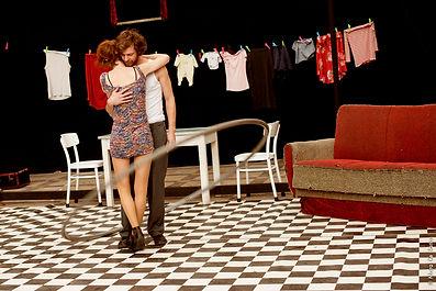 ''Parlez-moi  d'amour'', une comédie circassienne sur l'amour et ses détours. De et avec Emmanuel Gaillard et Meike Gasenzer. Mise en scène de Frédéric Dussenne