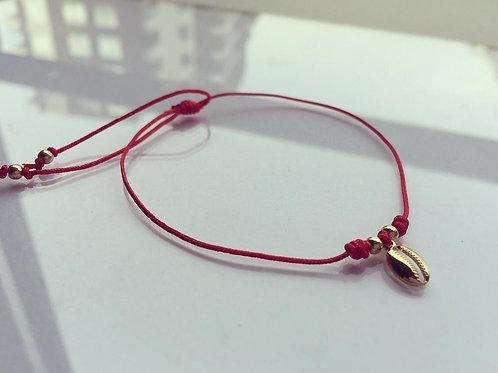 Pulsera Hilo Rojo Conchita Baño de Oro - Joyas de Mujer para Regalar