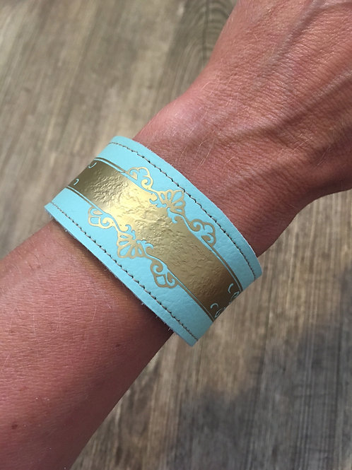 Armband mint mit goldenem Ornament