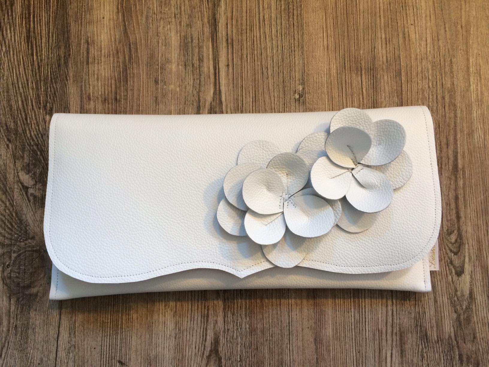 Clutch weiß mit runden Blüten