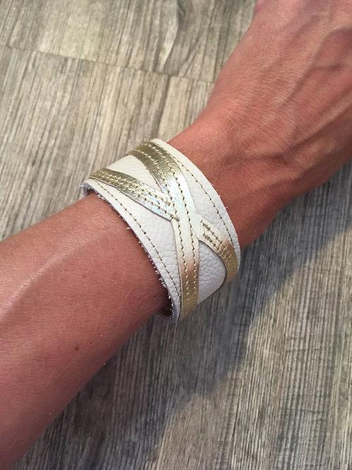 Armband crème mit goldenem Infinity-Zeichen