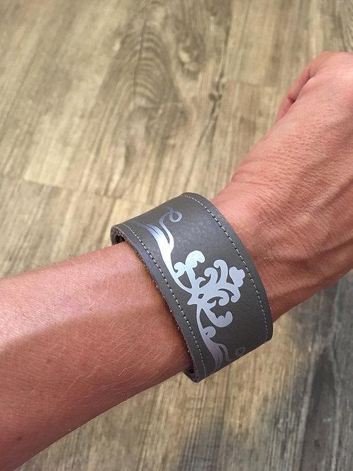 Armband anthrazit mit silberfarbenem Schnörkel-Ornament