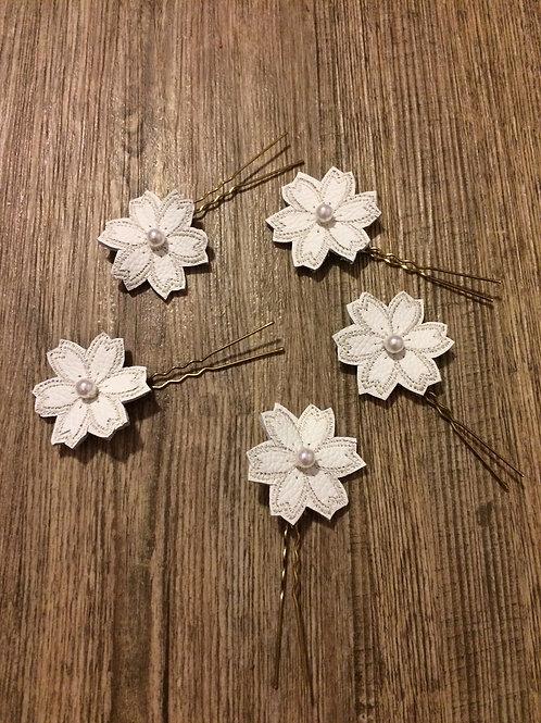 Blüten mit Perle fürs Haar oder Brautstrauß