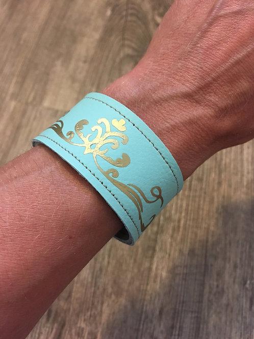 Armband mint mit goldenem Schnörkel-Ornament