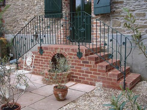 Bespoke Grapevine handrail.JPG