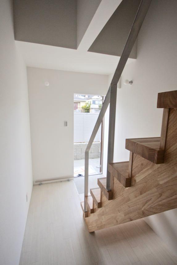 賃貸デザイナーズアパート 大阪 | 大阪 | Cooplanning | 芦屋市打出町 芦屋のアパートメント 2階メゾネットタイプ住戸 玄関階段