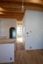 大阪府箕面市の注文住宅 | 大阪 | Cooplanning | 箕面の店舗付き住宅 内観.2階スペースから和室をみる