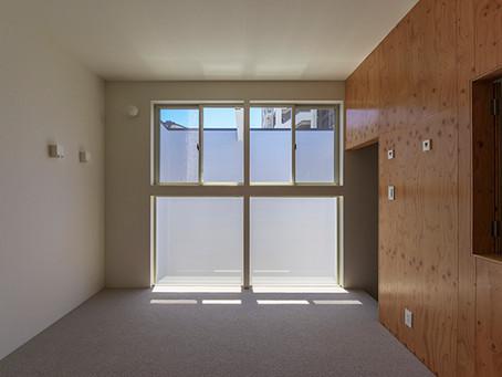 法的な規制をデザインの要素として取り入れています。大阪市旭区の注文住宅。