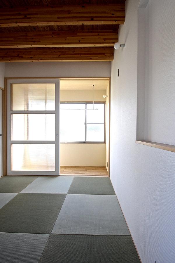 大阪府箕面市の注文住宅 | 大阪 | Cooplanning | 箕面の店舗付き住宅 内観.2階和室とインナーテラス