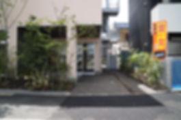 新社屋の設計 大阪 | 大阪 | Cooplanning | 尼崎市大西町 尼崎のオフィス アプローチ外観.植樹グリーンスペース