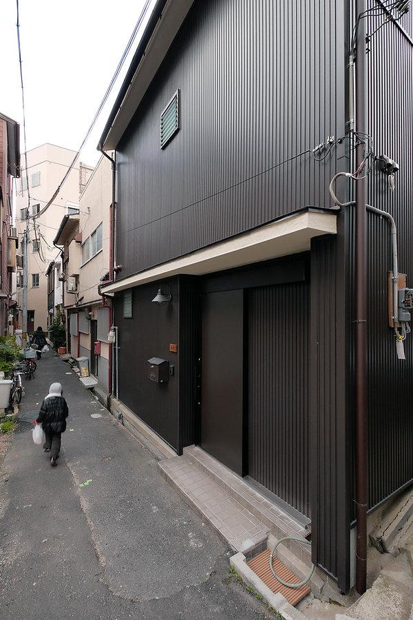 大阪市の住宅リノベーション | 大阪市 | Cooplanning | 大阪市中央区 空堀の注文住宅 外観 ガルバリウム鋼板