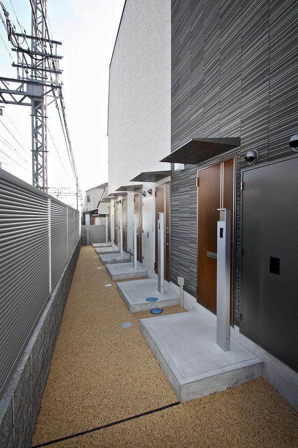 賃貸デザイナーズアパート 大阪 | 大阪 | Cooplanning | 芦屋市打出町 芦屋のアパートメント 玄関アプローチ外観