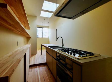 コンパクトな敷地に建つ 魅力ある狭小住宅を。