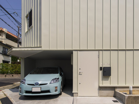 兵庫県宝塚市でのデザイン注文住宅の新築。地下1階地上3階建ての住宅。
