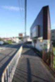 大阪府箕面市の注文住宅 | 大阪 | Cooplanning | 箕面の店舗付き住宅 外観.長尺一文字葺き