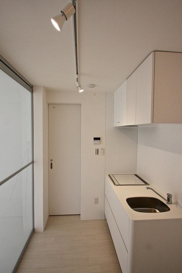 賃貸デザイナーズアパート 大阪 | 大阪 | Cooplanning | 芦屋市打出町 芦屋のアパートメント 1階ガレージ付き住戸キッチンスペース