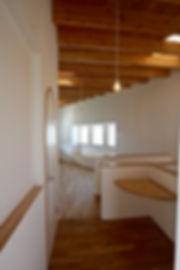 大阪府箕面市の注文住宅 | 大阪 | Cooplanning | 箕面の店舗付き住宅 内観.天井あらわし2階スペースをみる