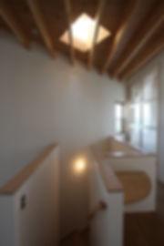 大阪府箕面市の注文住宅 | 大阪 | Cooplanning | 箕面の店舗付き住宅 内観.階段スペース
