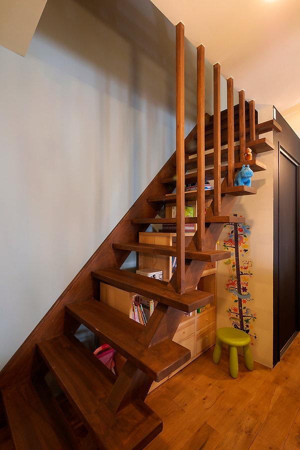 大阪市の住宅リノベーション | 大阪市 | Cooplanning | 大阪市中央区 空堀の注文住宅 木製階段