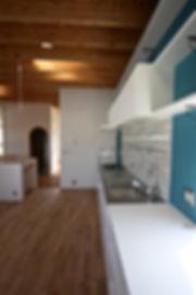 大阪府箕面市の注文住宅 | 大阪 | Cooplanning | 箕面の店舗付き住宅 内観.オーダーキッチンと2階スペース