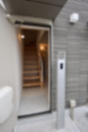 賃貸デザイナーズアパート 大阪 | 大阪 | Cooplanning | 芦屋市打出町 芦屋のアパートメント メゾネットタイプ住戸玄関