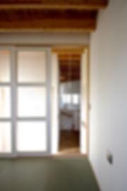 大阪府箕面市の注文住宅 | 大阪 | Cooplanning | 箕面の店舗付き住宅 内観.2階和室からLDKをみる