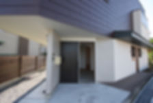 大阪府箕面市の注文住宅 | 大阪 | Cooplanning | 箕面の店舗付き住宅 外観.住居玄関
