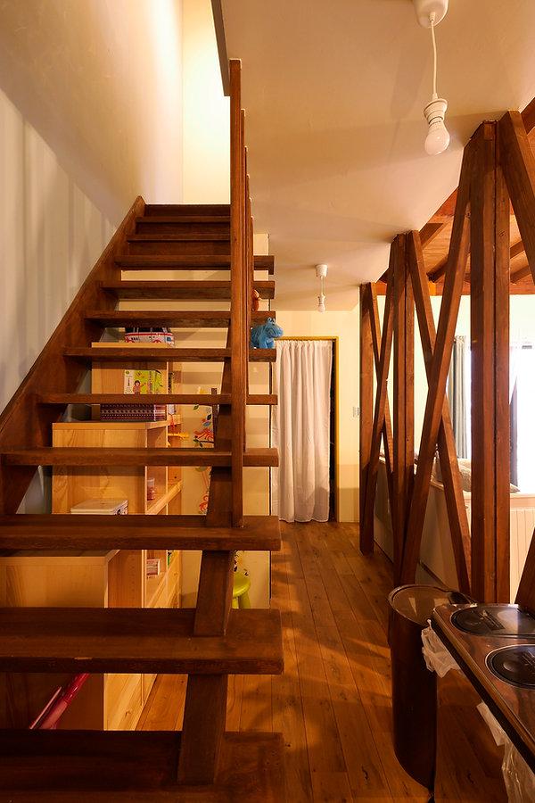大阪市の住宅リノベーション | 大阪市 | Cooplanning | 大阪市中央区 空堀の注文住宅 木製シースルー階段