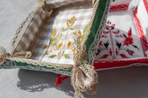 Хлебница с вышивкой
