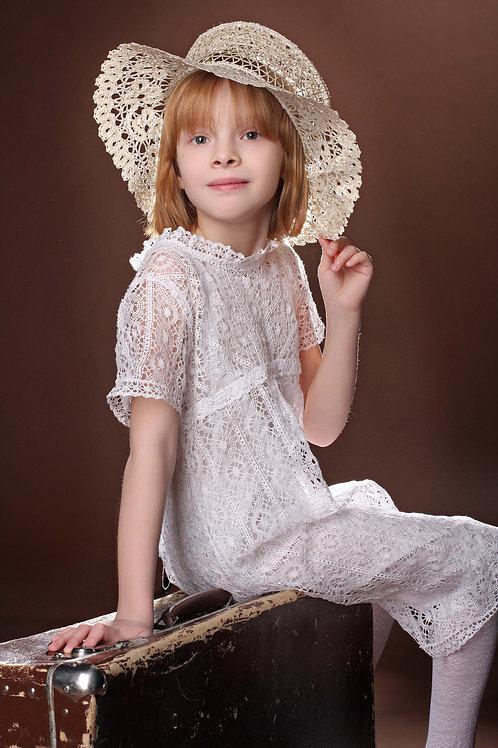 Платье детское из машинного кружева