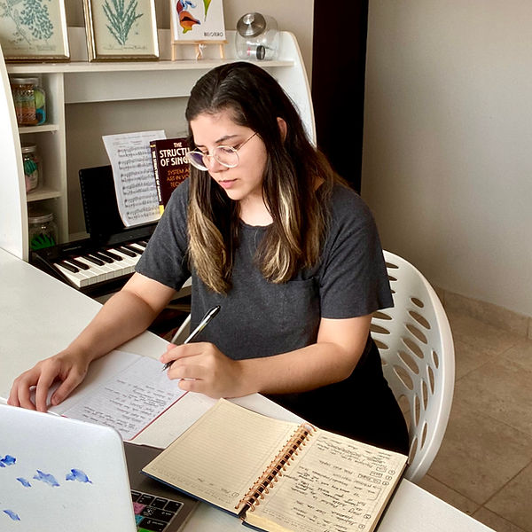 Daniela-Amado-singing-music-teacher-voic
