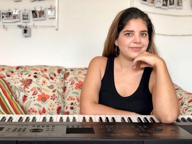 Daniela-Amado-friendly-piano-music-voice