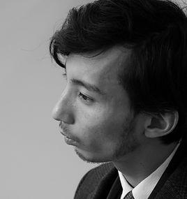 株式会社レボーン_松岡広明_顔写真_edited.jpg