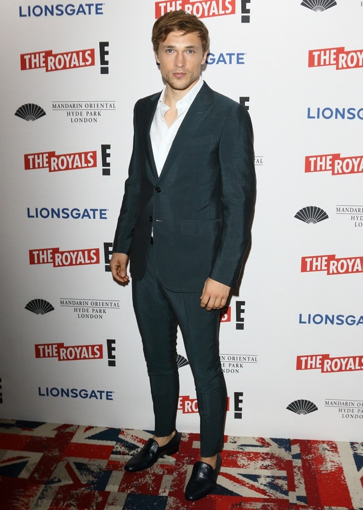 william-moseley-uk-premiere-the-royals-02