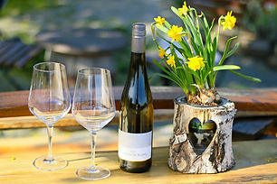 wine-glass-5057058_1920_edited.jpg