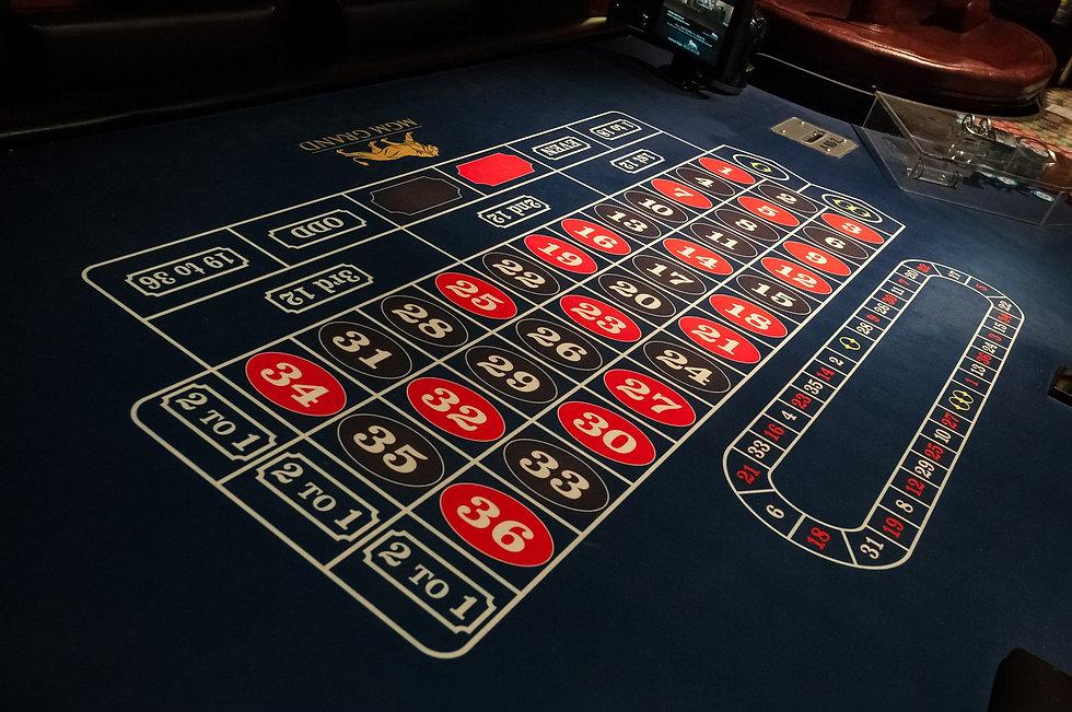 gaming-table-634373_1920.jpg