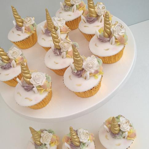 Jessica Bakes Unicorn cupcakes