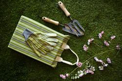 2016Cat_Garden Essentials