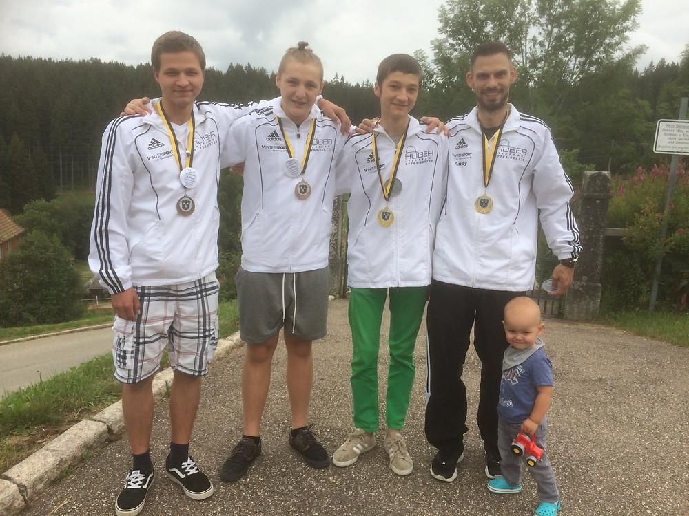 v.l.: Alexander Gruner, Max Hilbert, Niklas Gruner, Andreas Albiez mit Sohn Lukas