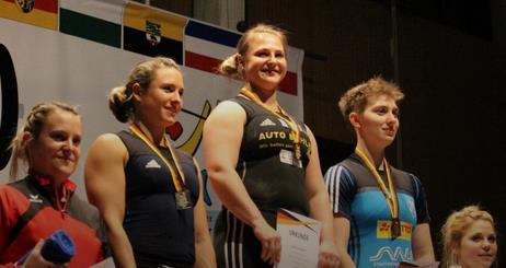 Stolze SV 08'erin Lisa Eble (zweite von links) auf dem zweiten Platz.