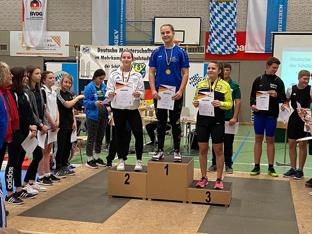 Siegerehrung: Leonie sichert sich den zweiten Platz