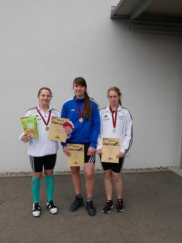 Die erfolgreichen Nachwuchsheberinnen vom SV 08 Laufenburg und ASV LAdenburg: v.l.n.r.: Leonie Hilbert, Kyra Loose, Leonie Stöcklin