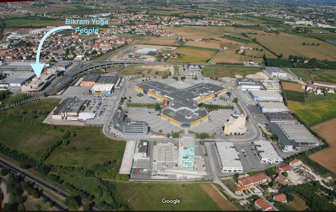 Aerial view of the Piramidi Mall