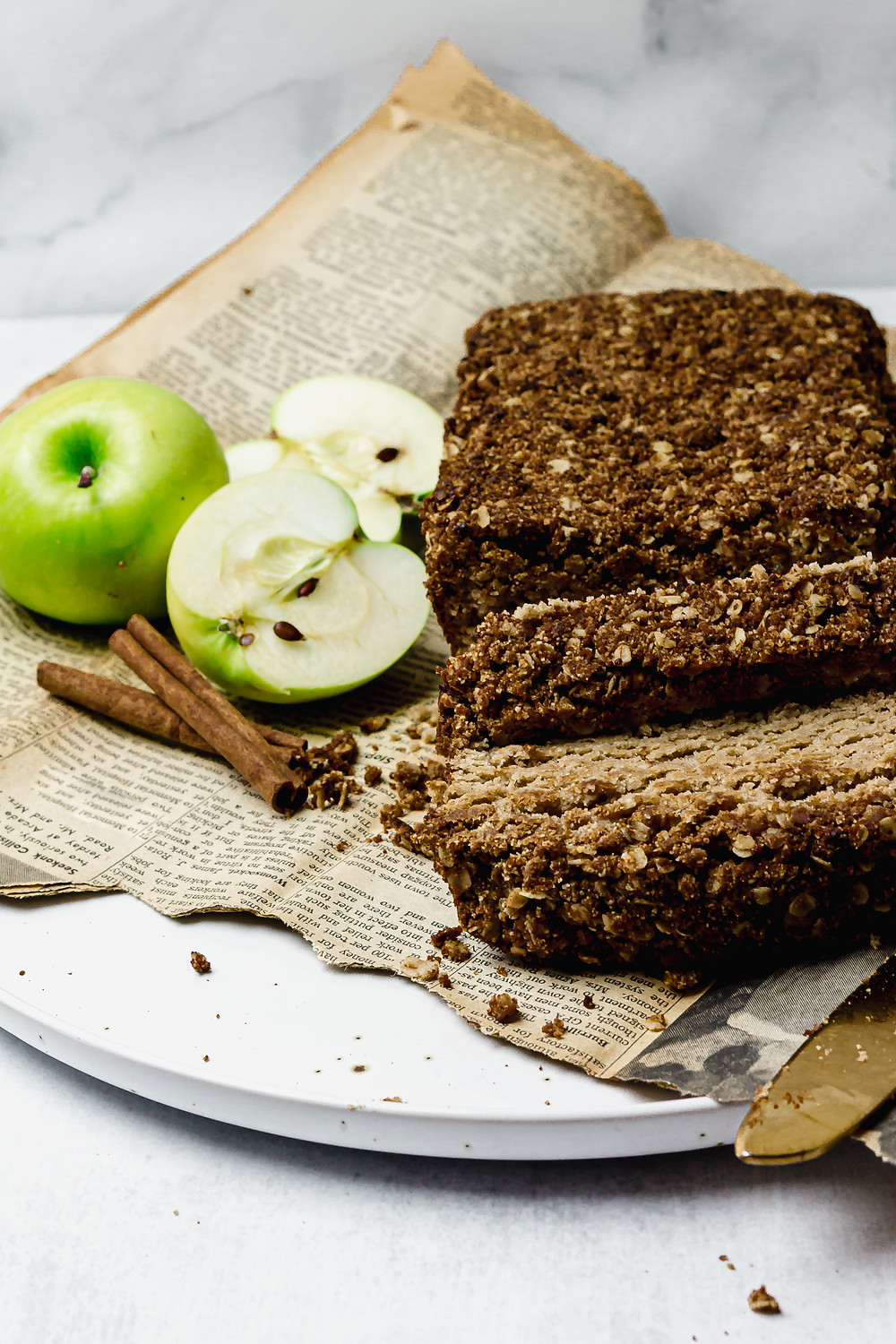 Low FODMAP Grain Free Apple Streusel Loaf - A low FODMAP Dessert - Pretty Delicious Life - Is there anything that screams fall better than apples + cinnamon? Sure, I know you're probably screaming PUMPKIN SPICE as you're reading this, but I'm going to go ahead and declare apples